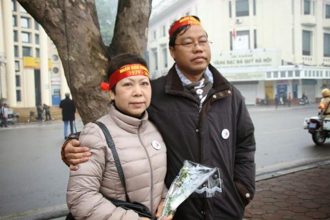 Nhà văn Thùy Linh và Xuân Diện. Ảnh: blog Tễu
