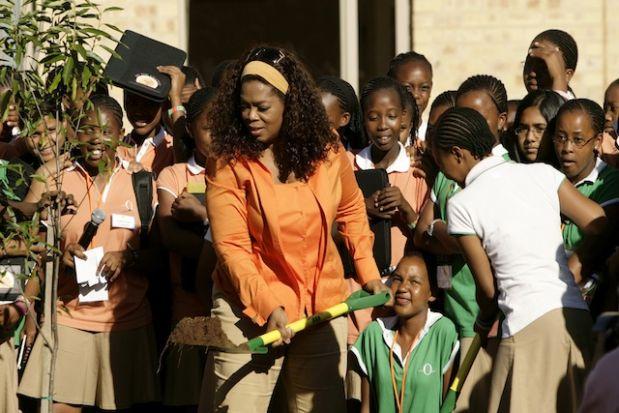 Oprah Winfrey - US Talks Show - trồng cây ở Johannesburg