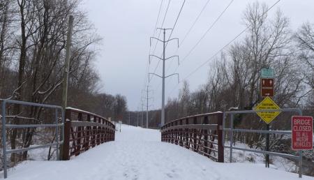 Cầu tuyết. Ảnh: HM
