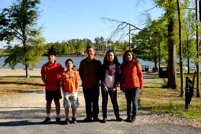 Đoàn khách du lịch thăm hồ Tobesofkee. Ảnh: HM