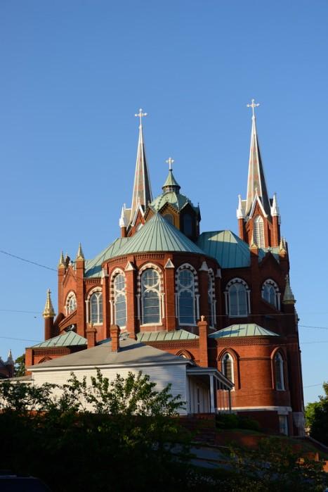 Saint Joseph's Catholic nhìn từ phía sau. Ảnh: HM