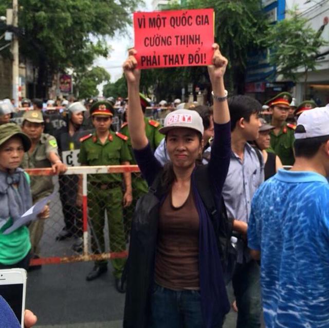 Bạn biểu tình của Minh Dương