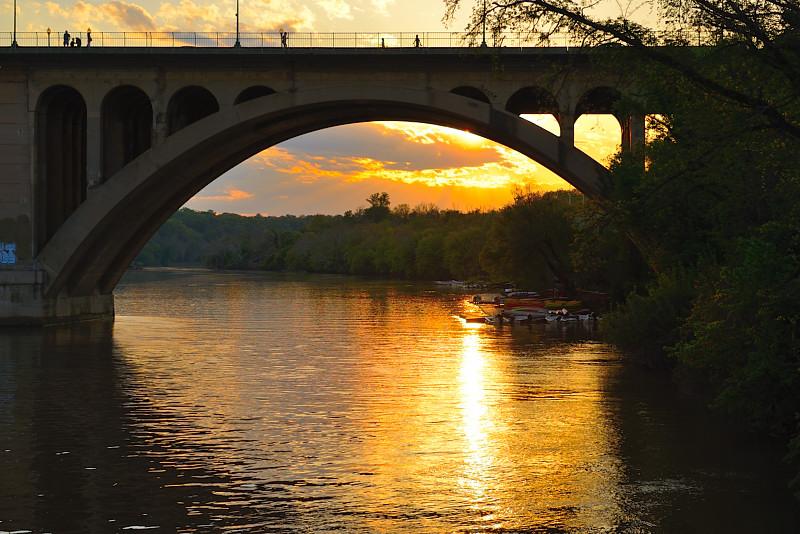 Sông vàng Potomac. Ảnh: HM