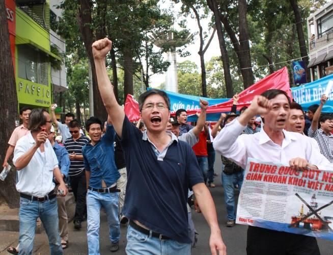 Người ở Osin Huy Đức xuống đường. Ảnh:  Nguyễn Thanh Nha