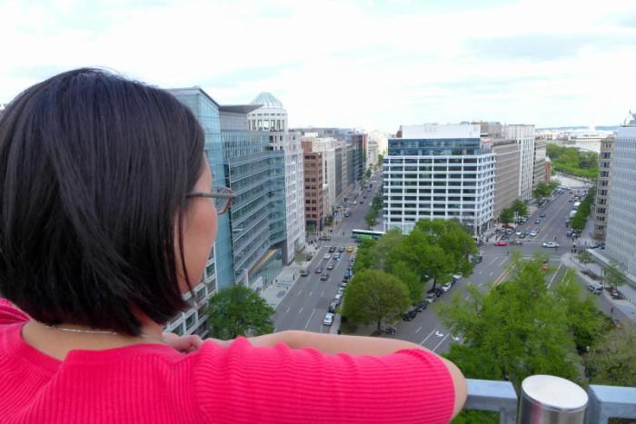 Trên nóc IMF. Ảnh: HM