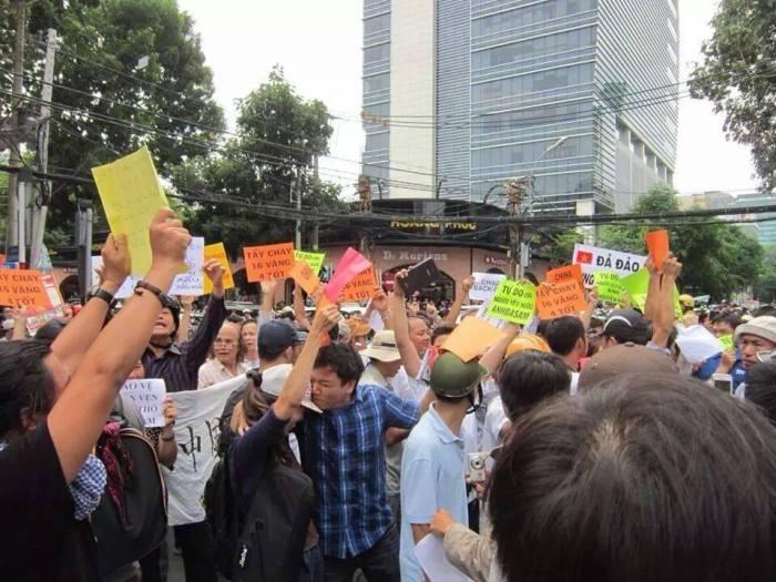 Kết thúc biểu tình của Minh Dương. Ảnh: Tuấn Vũ