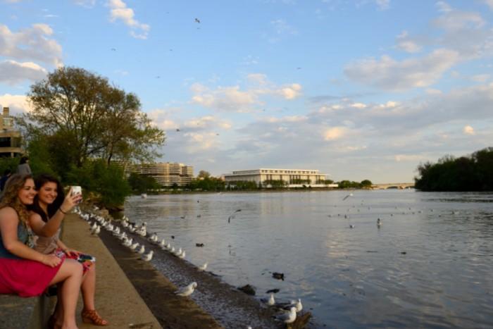 Kennedy Center bên bờ Potomac. Ảnh: HM