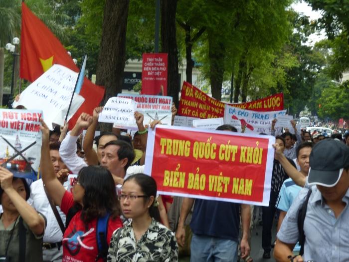 Phản đối Trung Quốc. Ảnh: Hữu Quân
