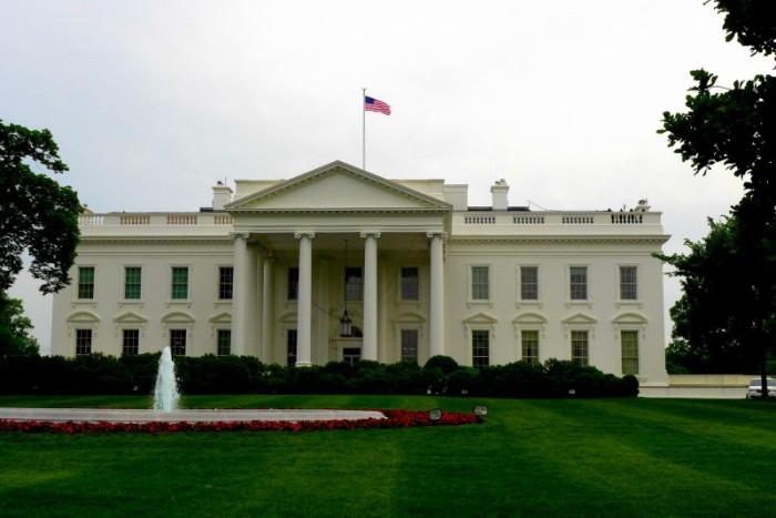 Nhà Trắng vẫn tĩnh lặng như thường. Ảnh: HM