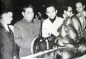 TBT NV Linh thăm nhà máy công cụ số 1 ngày 3-3-1987. Ảnh: Internet