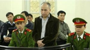 Blogger Phạm Viết Đào trước tòa. Ảnh: VNTTX