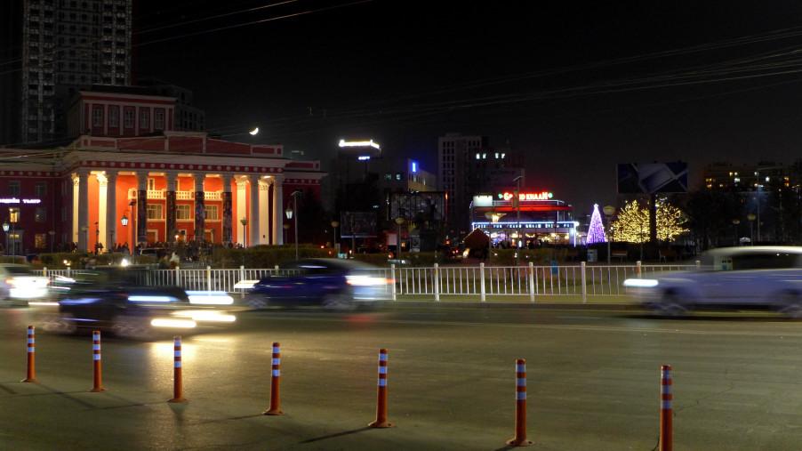 Trung tâm thủ đô về đêm. Ảnh: HM