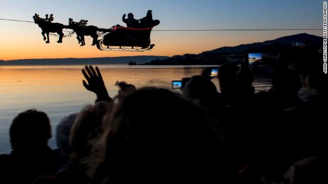 Santa Claus ở Thụy Sỹ. Ảnh: CNN