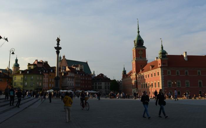 Khu phố cổ Warsaw. Ảnh: HM