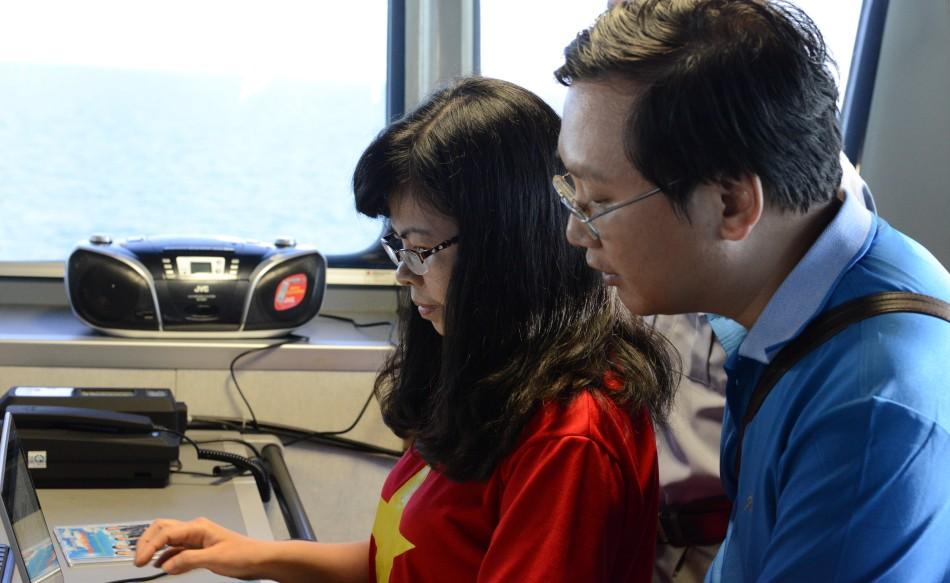 Lan Phương và Lê Hoàng Anh trong studio KN490. Ảnh: HM
