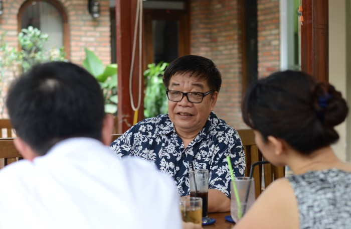Anh Tạ Quốc Quang và cafe sáng ở Sài Gòn. Ảnh: HM