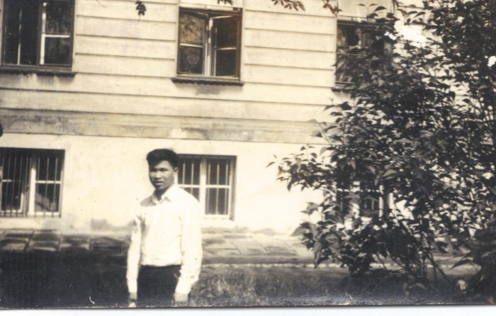 Vẫn bức tường và cửa sổ cũ. Ảnh tư liệu 1970.