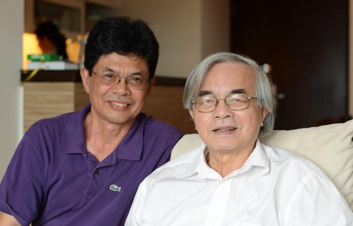 Gs. Phan Đình Diệu và blogger HM. Ảnh: Phan Dương Hiệu.