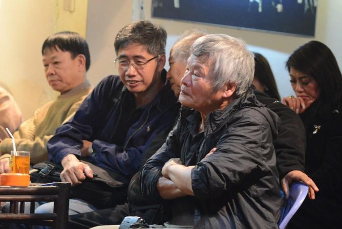 Huy Đức, Phạm Toàn và Nguyễn Đình Toán nghe nhạc ở Lộc Vàng. Ảnh: HM