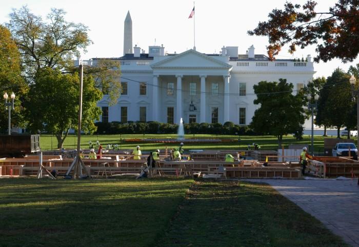 Nhà Trắng đang hối hả chuẩn bị đón chủ mới. Ảnh: HM