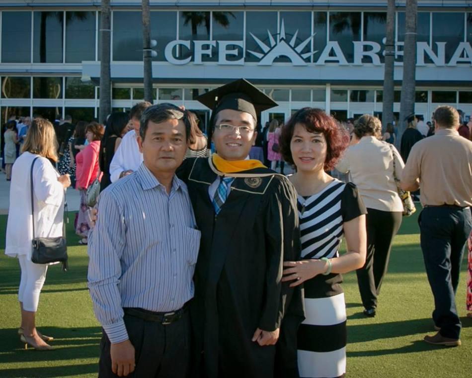 Bố Thành Nam, con trai Tommy Nguyễn, mẹ Bích Thủy - Gia đình hạnh phúc. Ảnh: Thành Nam FB.