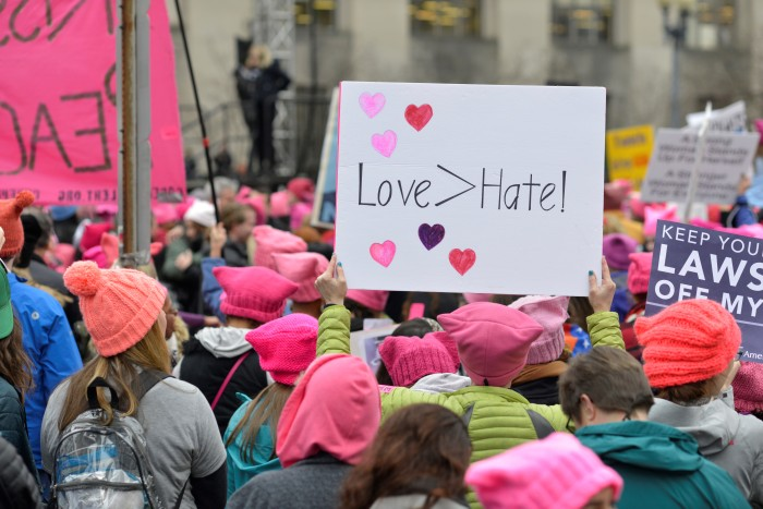 Tình yêu lớn hơn sự hận thù. Ảnh: HM